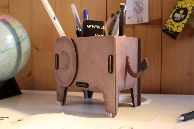 Pot à crayons Eléphant en bois recyclé. WERKHAUS. Allemagne.