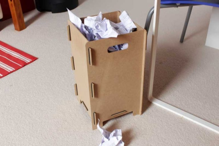 Box pour tabourets ou corbeille à papier en bois recyclé. WERKHAUS.