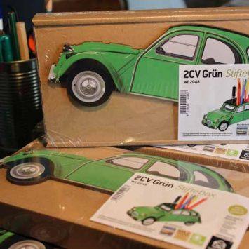 Pot à crayons 2CV vert en bois recyclé. WERKHAUS.
