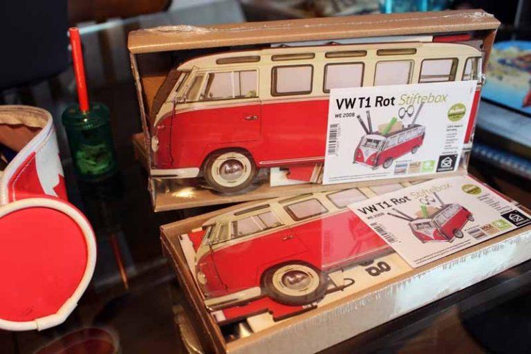 Pot à crayons VW-T1 rouge en bois recyclé. WERKHAUS