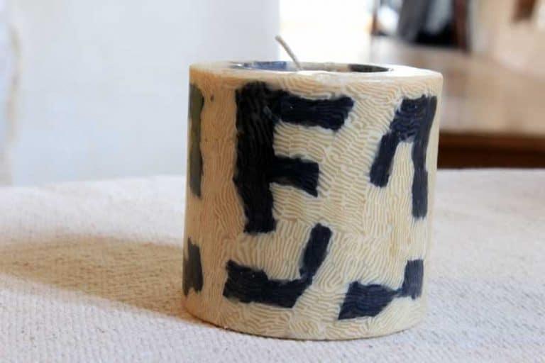Bougie artisanale du Swaziland. Commerce équitable. Petit pilier, Motif Kuba.