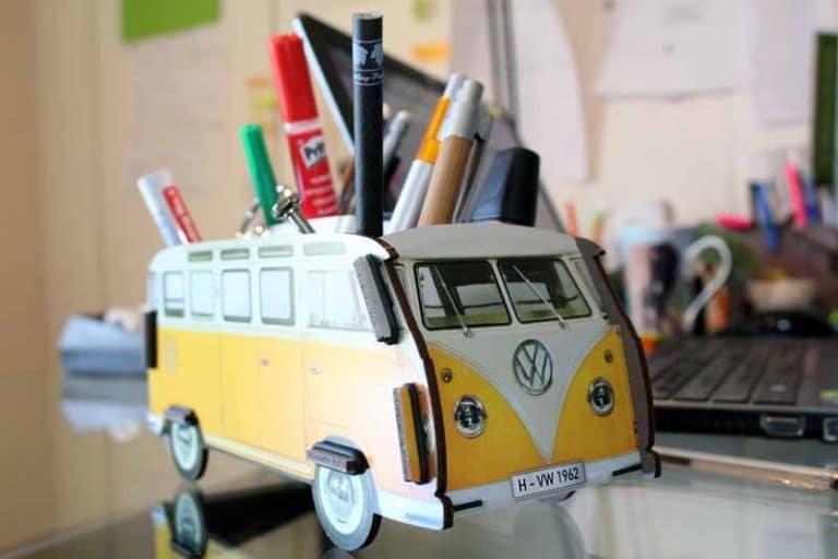 Pot à crayons VW-T1 - jaune - en bois recyclé. WERKHAUS. Allemagne.