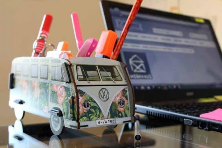 Pot à crayons VW-T1 - Hawaï - en bois recyclé. WERKHAUS. Allemagne.