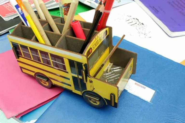 Pot à crayons US-School Bus en bois recyclé. WERKHAUS