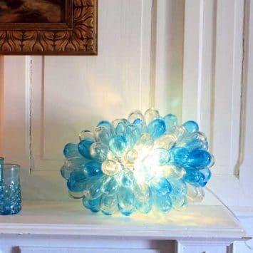 """Lampe grappe en verre soufflé """"Baladi"""" transparente/ turquoise. Verre recyclé soufflé à la bouche. Maison d'Alep"""