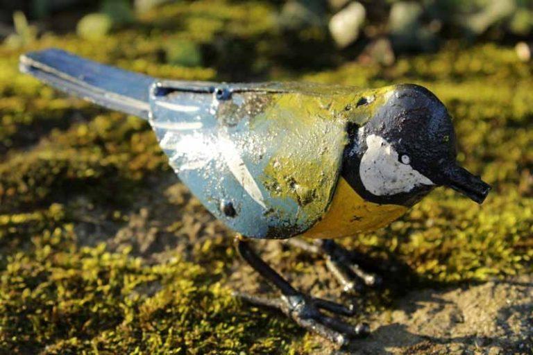 Oiseau- Mésange en métal recyclé. Zimbabwe. Commerce équitable. Arrosoir & Persil.