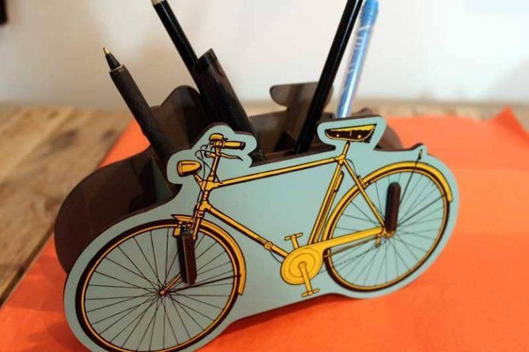 Pot à crayons Vélo en bois recyclé. WERKHAUS 1