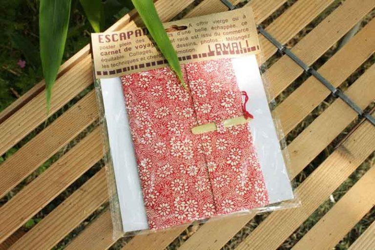 Carnet de voyage ESCAPADE Bambou. Fleurs rouge/ Blanc.Papier Lokta. NEPAL. Lamali.