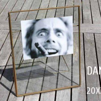 """Cadre photo en verre et laiton à poser """"Danta"""". Nkuku."""