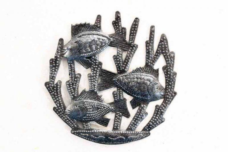 Petit fond de mer rond en métal recyclé. Fait main. Haïti.
