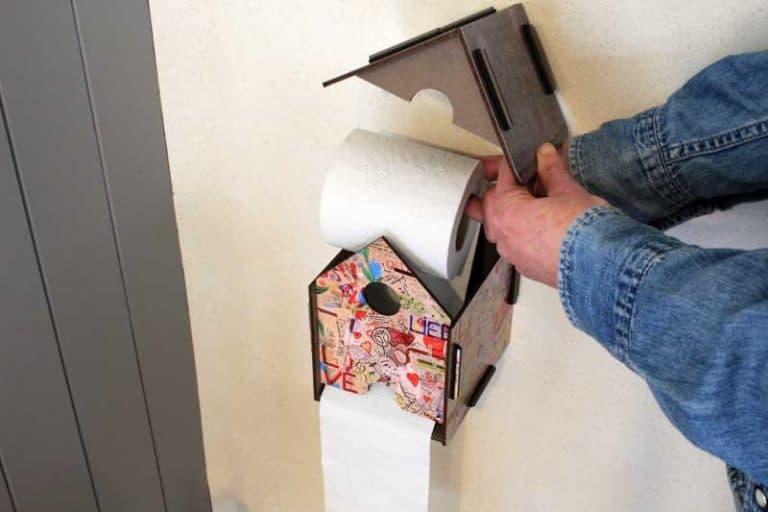 """Dérouleur de papier toilette """"Graffiti"""" en bois recyclé. WERKHAUS."""