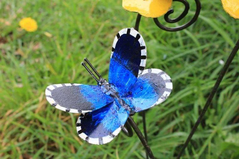 Tuteur papillon bleu. Métal recyclé peint. A & P
