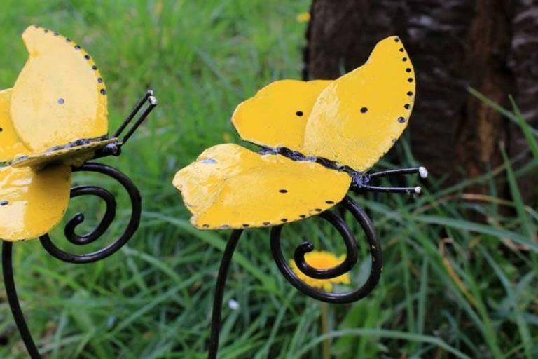 Tuteur papillon jaune. Métal recyclé peint. A & P