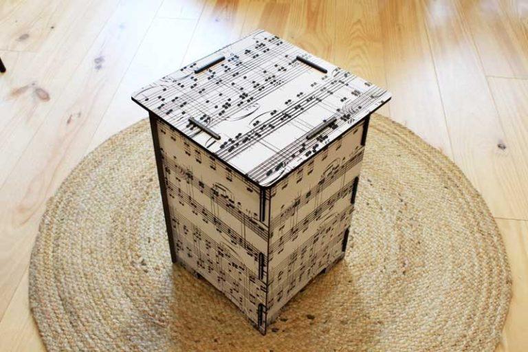 """Tabouret/ Table d'appoint """"musique"""" en bois recyclé. WERKHAUS"""