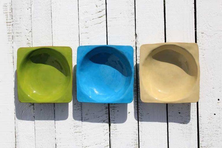 Plat / assiette creuse en céramique.Artisanat. FRANCE (Provence)