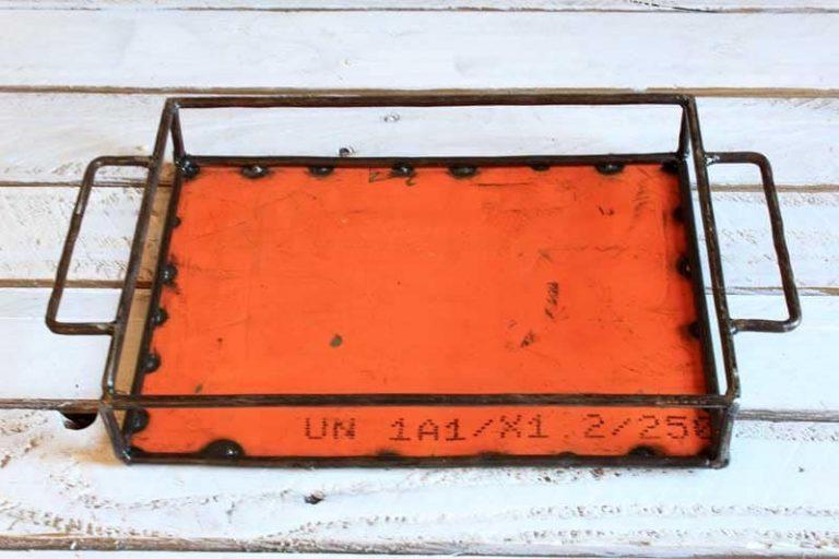 Plateau en métal recyclé 20x30 cm. Burkina Faso.
