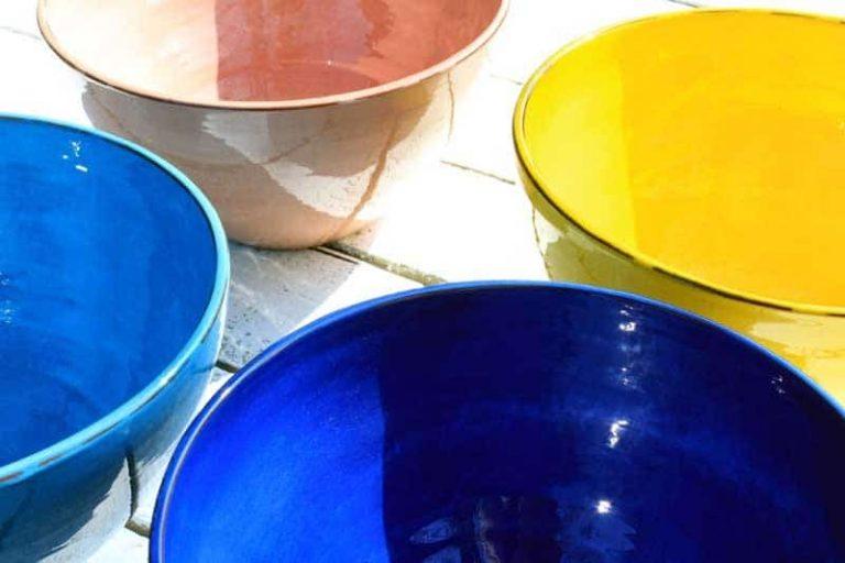 Modèles de saladiers en céramique. Artisanat. FRANCE (Provence)