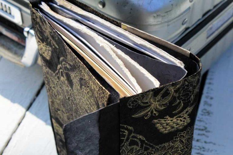 """Carnet PELERIN """"Shangrila noir"""" de voyage & d'écriture. Papier Lokta. NEPAL. Lamali."""