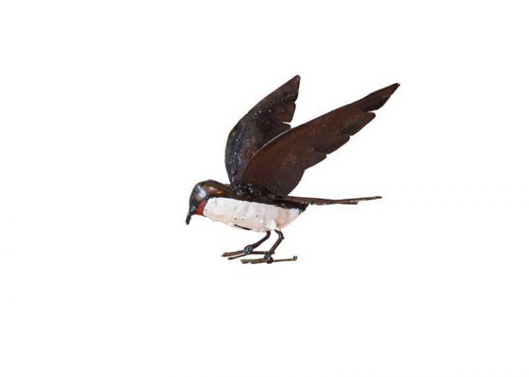 Hirondelle ailes ouvertes. Métal recyclé. Zimbabwe.
