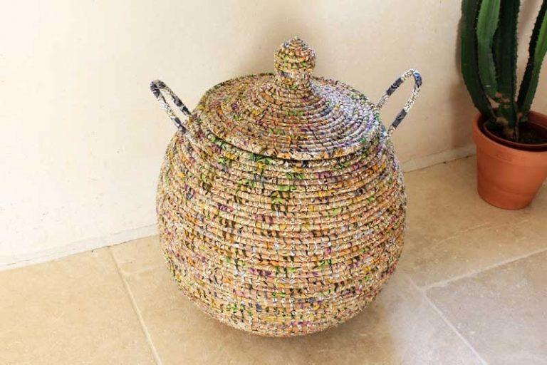 Panier à linge ou de rangement paille et wax recyclé. Multicolore. Sénégal
