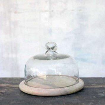 Cloche en verre recyclé sur plateau bois de manguier. Fait main. NKUKU.