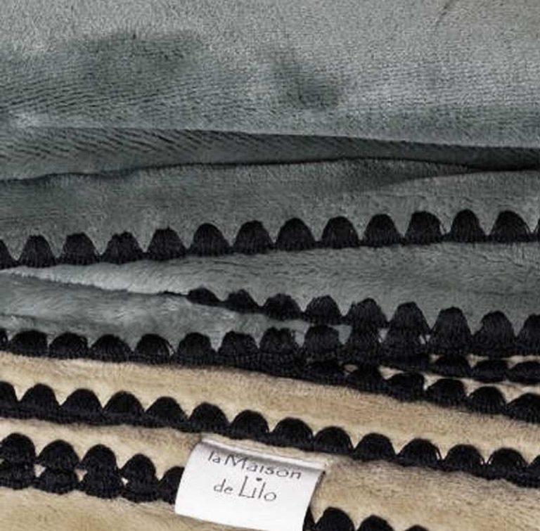 Plaid Douceur Surpiqûres noires, 140 x 200 cm. La Maison de Lilo.