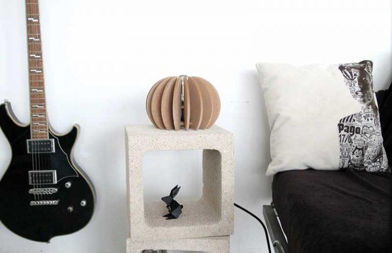 Lampe à poser en MDF* btrut. RIF Design. Made in France.