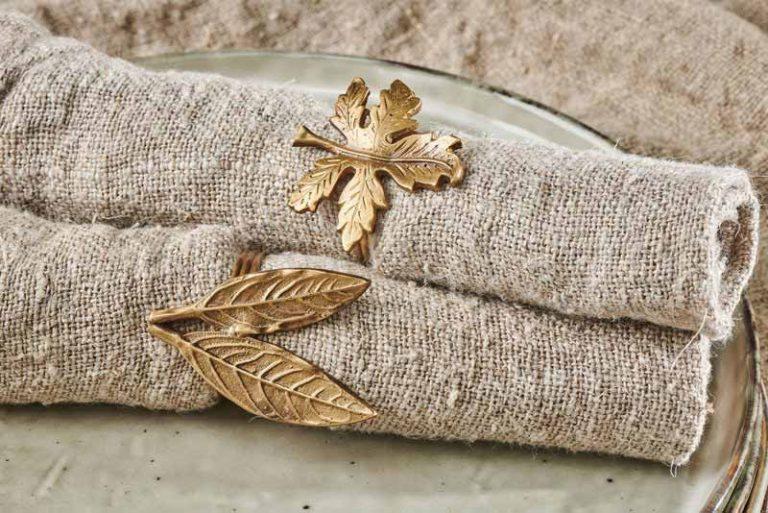 """Coffret de 4 ronds de serviette """"feuilles"""" en laiton. Fait main."""