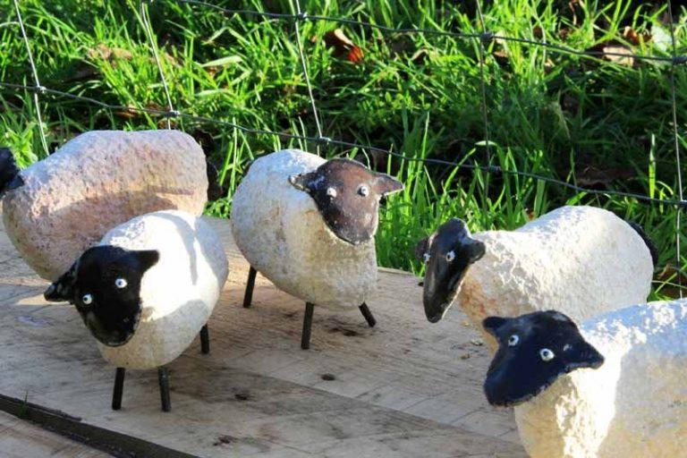 Mignon mouton en pierre et métal! Fait main.