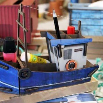 Pot à crayons Bateau chalutier- en bois recyclé, WERKHAUS.