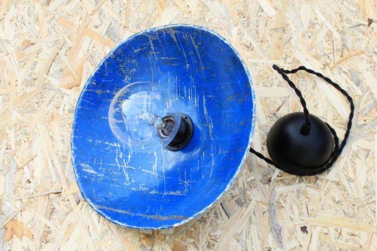 Suspension Ø 29 cm en métal de récupération.