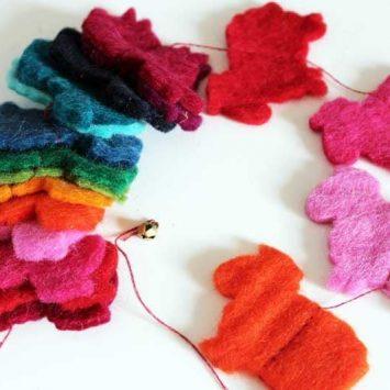 """Guirlande """"Moutons"""" multicolore en laine naturelle feutrée. Lamali."""