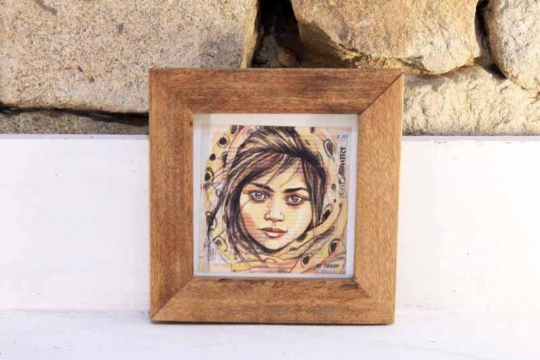 Cadre 22 x 22 cm (avec carte postale Stéphanie Ledoux). Bois de récupération. Tanzanie. NZITO.