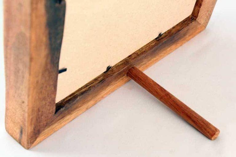 Dos Cadre 22 x 22 cm (avec carte postale Stéphanie Ledoux). Bois de récupération. Tanzanie. NZITO.