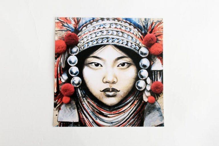 """""""Akha et pompons"""". Carte postale, sur Papier d'art. Stéphanie Ledoux."""