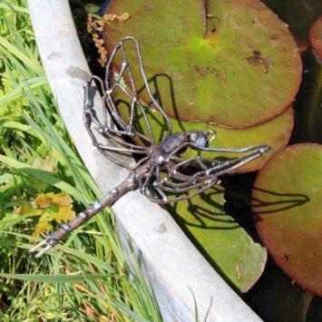 ibellule à poser ou déco murale, en métal recyclé. Zimbabwe