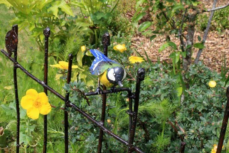 """Barrière de jardin """"chardonneret"""" en métal recyclé. Fait main. Zimbabwe"""